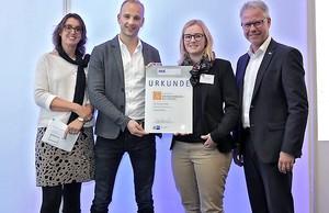 Urkundenübergabe beim IHK-Award